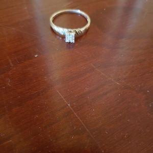 Jewelry - Beautiful engagement ring